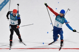 Biathlon: Fourcade wins biathlon to make French record