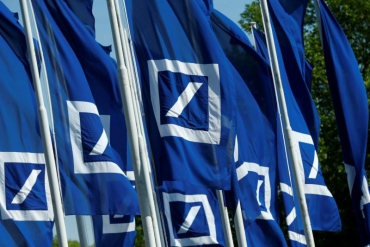Deutsche Bank to pay staff 2 billion euros in bonuses for 2017