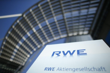 RWE, E.ON reshape German power sector in Innogy asset swap deal