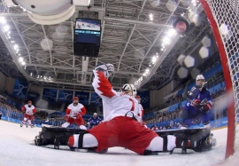 Ice Hockey: U.S. women down Russia on strength of record-quickest goals