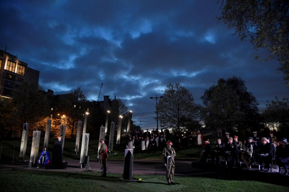 Thousands gather for ANZAC Day memorials around world