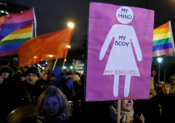 Hundreds of Poles protest against proposed abortion restrictions