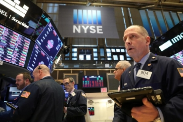Wall Street gains, fueled by bank earnings