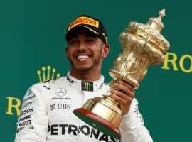 Hamilton slashes Vettel's lead to one point
